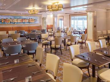 Queen Mary 2: King's Court Dining